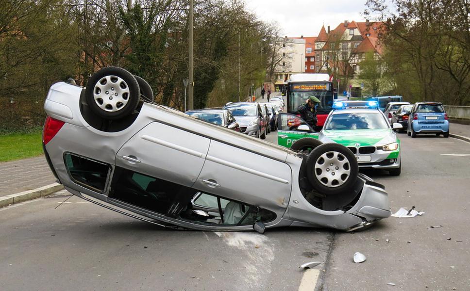 """酒后找代驾出事故 这个""""代价""""谁来付"""