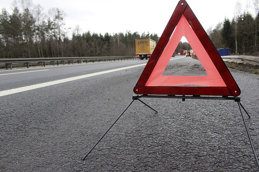 造成交通事故后逃逸的驾驶人会受到什么惩罚