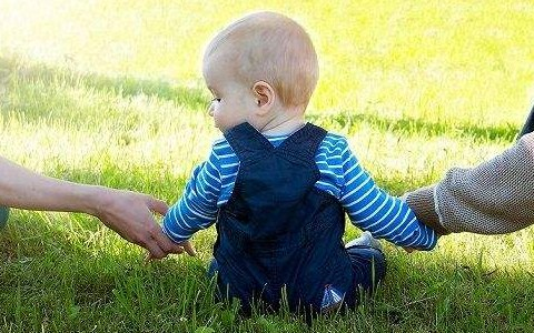 离婚后可以给小孩改姓、迁户口吗?