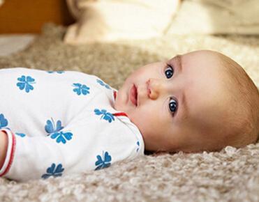 医院接生硬拉造成婴儿右臂残疾