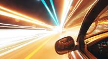 救护车闯红灯与私家车相撞!交警认定私家车全责有道理吗?