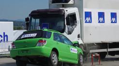 货车超载发生交通事故保险公司赔吗...