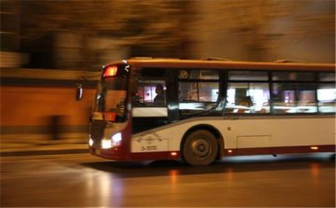摩托车与公交车相撞赔偿的法律依据是什么