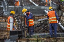 如何确定建筑工程合同转包纠纷的诉讼主体