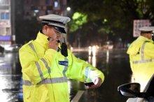 交警到达交通事故现场该做什么