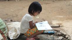孤儿院领养孤儿要钱吗...