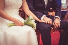 办结婚证需要准备哪些东西...