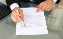 合同是由别人代签的有效吗...