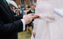 结婚买房,婚前买还是婚后买?房产证上的名字又应该怎么写?