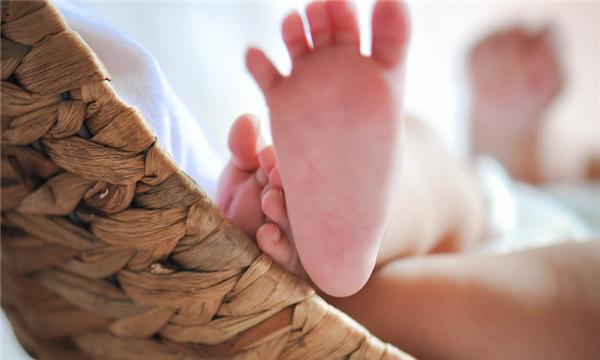 哺乳期离婚孩子抚养权可以归男方吗