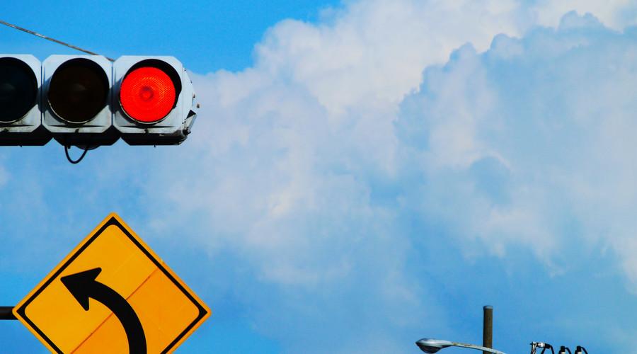 闯红灯被撞飞判全责!弱势群体不是违反交通规则的理由