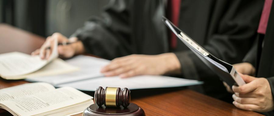 私自拿走债务人的房子违法吗
