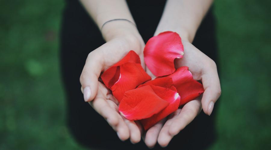 恋爱获赠奔驰分手时被判还,恋爱赠与的财物是否应返还