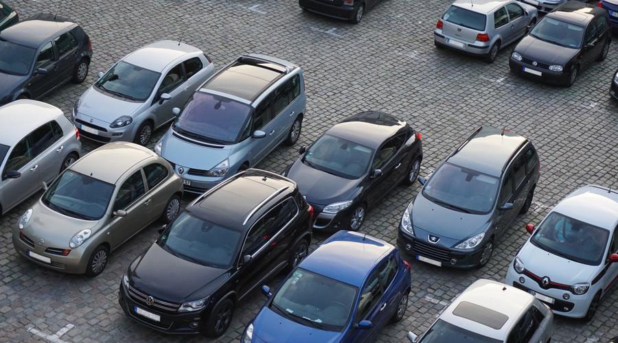 4小孩划花小区40台车,小孩要承担责任吗