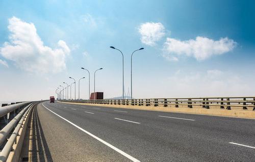 高速公路停下车来修车  是违章?