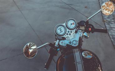 无证驾驶摩托车会受处罚吗?