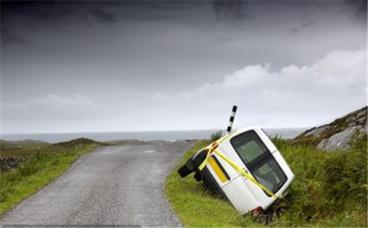 无证驾驶超车事故怎么处理,责任由谁承担
