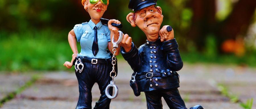 男子冒充警察扫黄!招摇撞骗及诈骗怎么判处?