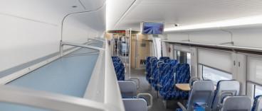 不懂法?旅客被行李砸伤,铁路部门称没买意外险不赔偿!合理吗?