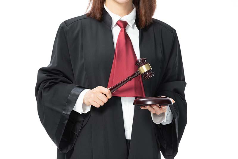 民法典中如何申请对债务人限制出境
