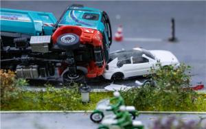 上海一高速公路6车相撞致2死,连环追尾事故的责任认定