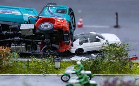 车被撞保险公司赔多少钱