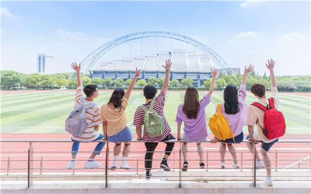 广西河池一高中乱收费400多万元被罚,对学校乱收费行为说不